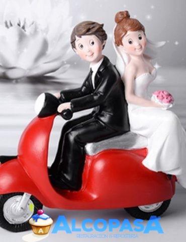 pareja-de-novio-moto-roja-ud