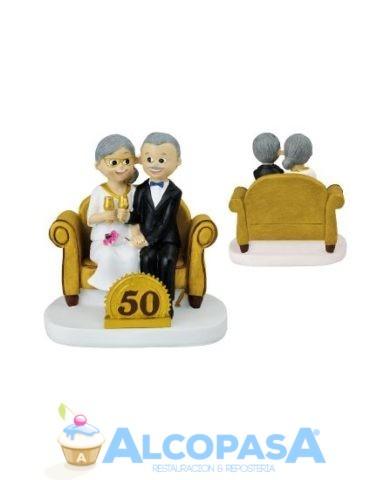 pareja-de-novios-50-anos-con-sofa-ud