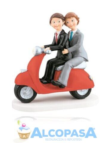 pareja-de-chicos-moto-roja-18cm-ud