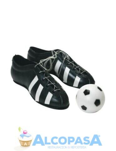 set-de-botas-y-balon-de-futbol-ud